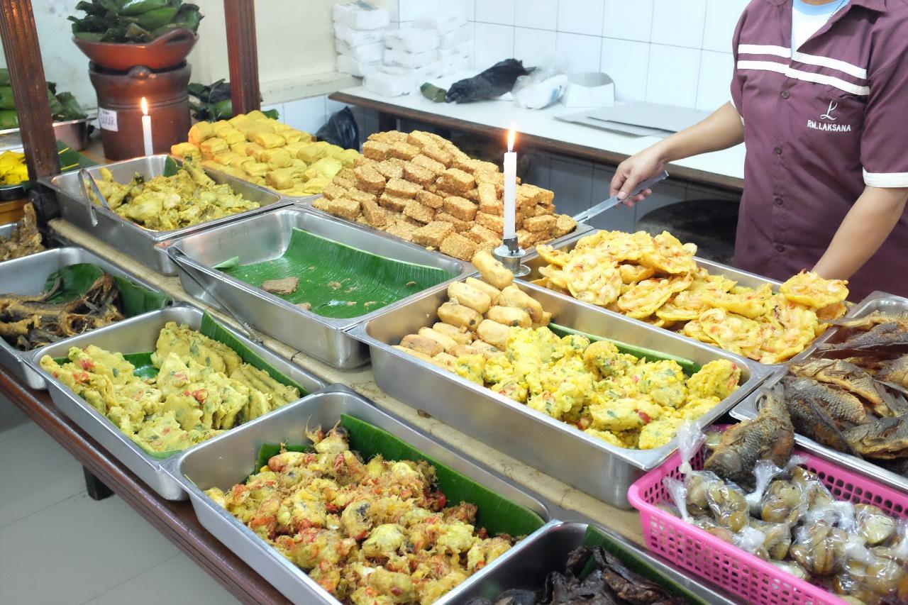 Makan Di Warung Nasi Khas Sunda Asli Laksana Bandung My Eat