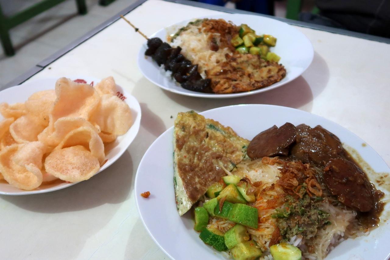 Ke Bekasi Demi Nasi Uduk Bang Bule Bekasi My Eat And Travel Story